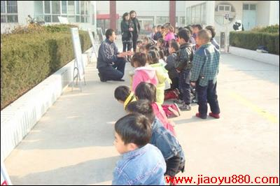 幼儿园体育活动:争当文明小司机